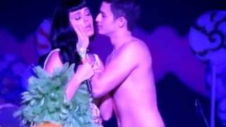 Katy Perry Kissing a Boy (Ivan Dorschner) live in manila 2012 California Dreams full HD video