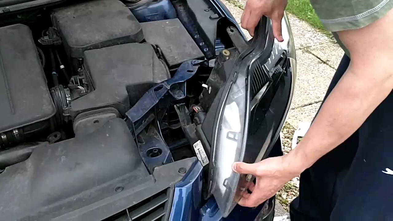 Replacing a 2008 Ford Focus Headlamp in under 3 minutes  YouTube