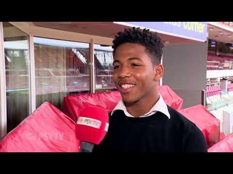 Sambo tekent in het Philips Stadion zijn eerste contract