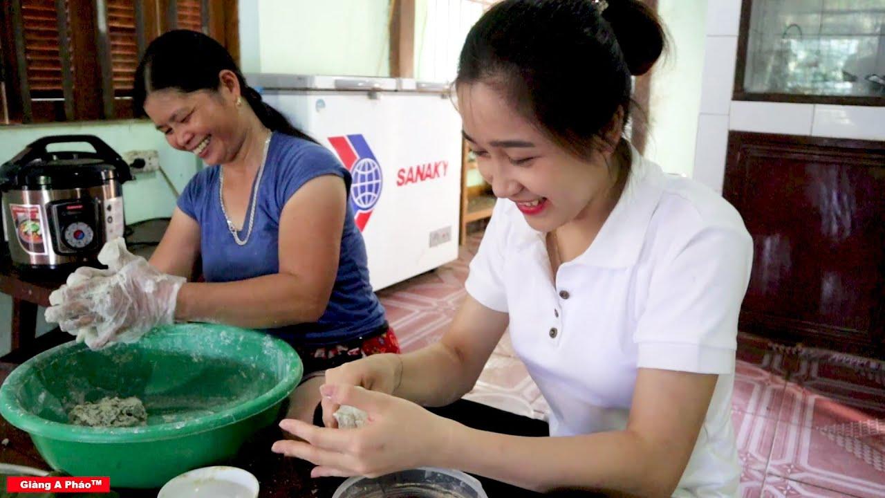 Mời cả xóm với mục đích lấy lòng - Lần đầu tiên làm bánh của bé Thùy