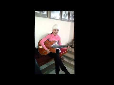 казашка поет под гитару Скачать в HD Скачать в HD Скачать в HD