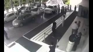 CCTV :: Lamborghini Gallardo crash in Delhi. thumbnail