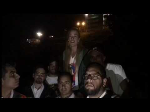 Lilian Tintori escucha la voz de Leopoldo López en Ramo Verde este #2F 2017