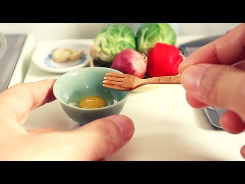 s2-ep4:-miniature-cooking-beef-stir-fry-fried-rice-|-functional-mini-kitchen-set