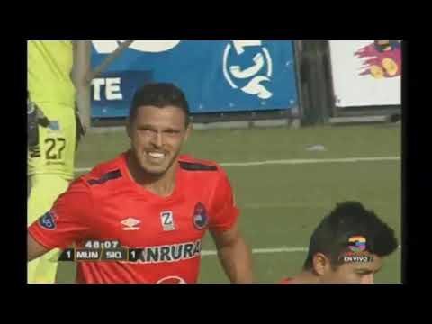 Gol de CSD Municipal ante Deportivo Siquinalá