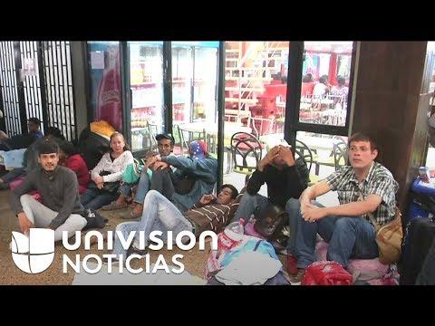 Venezolanos migrantes están varados en la Terminal de Transportes de Bogotá, Colombia