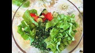 Салат из свежих овощей с семечками и гранатовым соусом