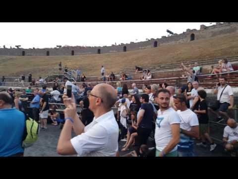 David Gilmour in Pompeii - The Enterance!