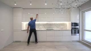 Фото Глянцевая белая кухня до потолка Салон кухонь №1