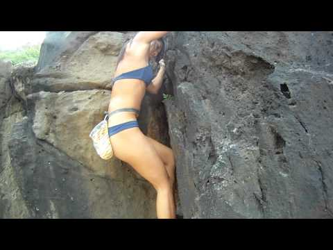 """North Shore - Waimea Bay Bouldering - """"The Chicken Wing"""" - February 19th 2011"""
