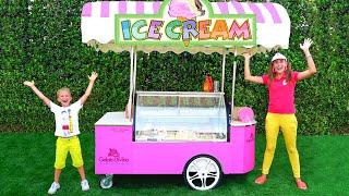 Niki und Mama vorgeben spielen Eis verkaufen