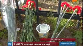 Жители Астаны несут цветы и свечи к зданию посольства Украины(, 2014-05-05T15:49:45.000Z)