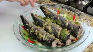 BẾP NHÀ TA NẤU: Cá nục hấp rau muống