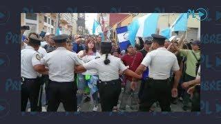 Jornada de protestas, diputados atrapados dentro del Congreso | Prensa Libre