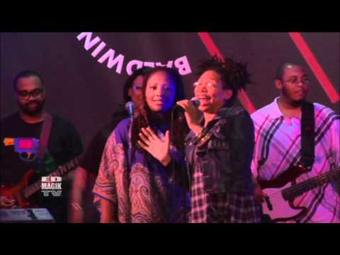 Rachelle Ferrell Singing with  Lalah Hathaway at Baldwin Hills Crenshaw Plaza Live!