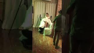 Жених снимает подвязку без рук! СВАДЬБА R&I 23.09.2017.