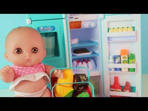 Куклы Пупсики Играют в Холодильник Новую Игрушку. Детский канал Зырики ТВ