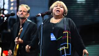09-15-19 - Mavis Staples at Farm Aid 2015 - Slippery People
