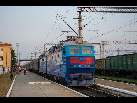 Смена локомотива 2ТЭ10УТ-0074 на ЧС7-132 по ст. Апостолово