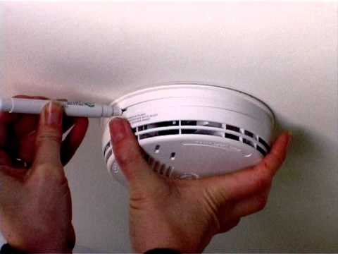 Replace battery in Ei141 smoke alarm