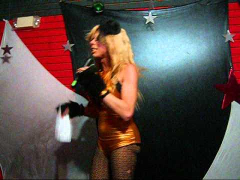Deborah Violet y Su Stand-Up Comedy en Titos club manati