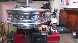 Работа со спицованными колесами байка Honda VTX1300