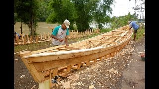 Puluhan Tahun Jumadi Setia dengan Profesinya sebagai Pengrajin Perahu Kayu