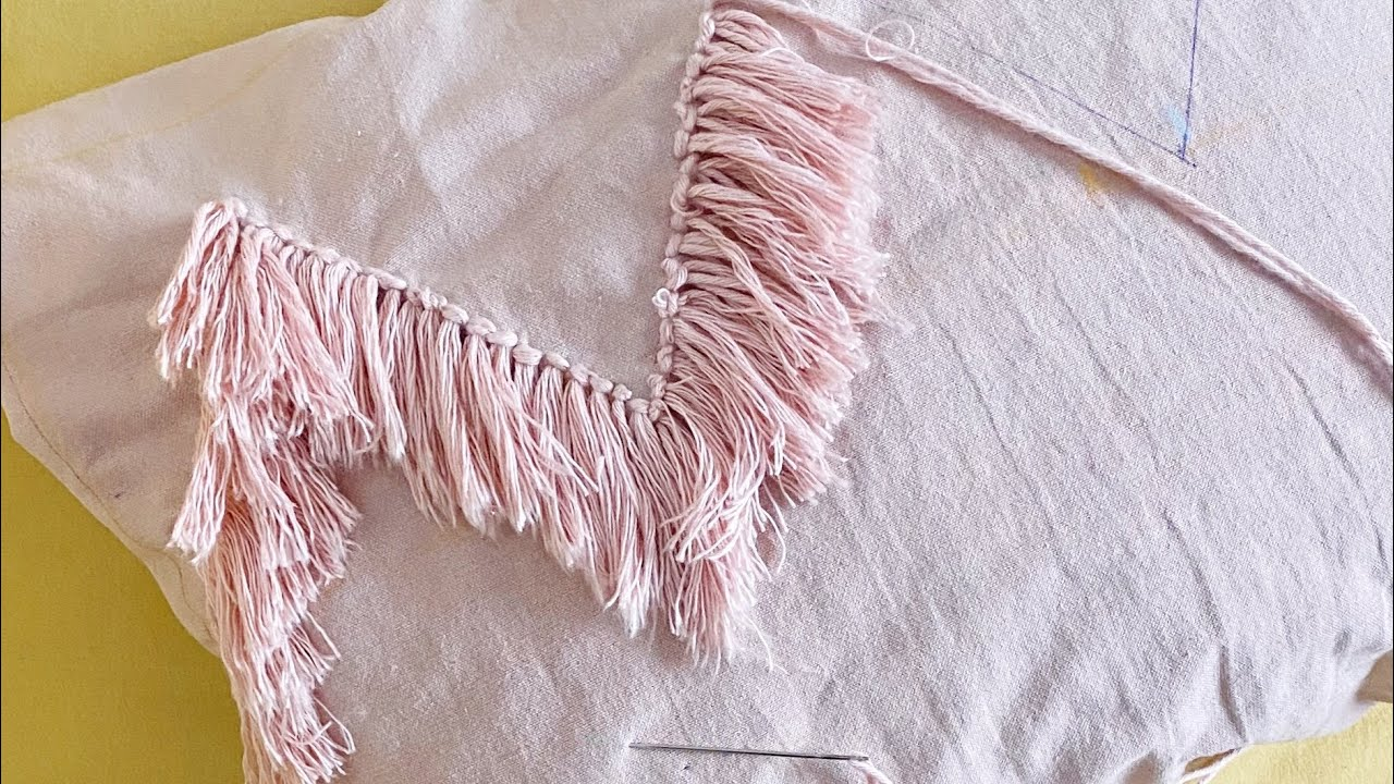 Almohadón bordado en zigzag