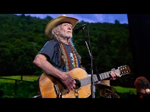 Willie Nelson & Family - My Favorite Picture Of You (Live At Farm Aid 2019)