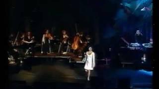 Björk - 5 years - Live Performance - Subtítulos Español - H T L I R - 06 / 01 / 1999