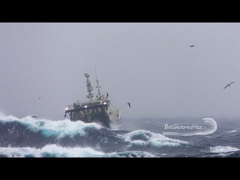 🔴 DRAMATIC Film Of Fishing Vessel In Heavy Sea
