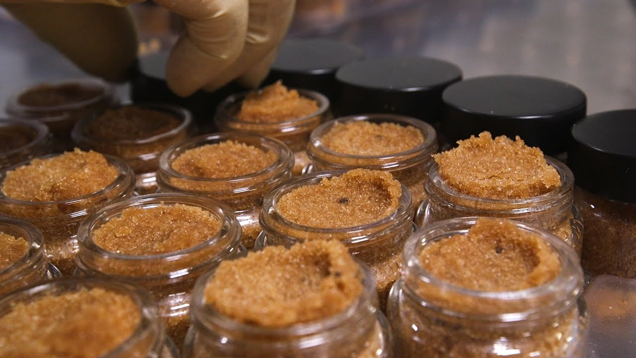 Lush How It's Made: Chocolate Lip Scrub