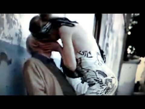 Hot Mädchen küssen alter Mann