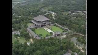 聖武天皇が国の平和を願って建てた寺院で、大仏殿は世界最大級の木造建...