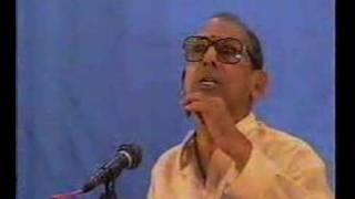 Nedunuri Krishnamurthy sings Aaragimpave in Thodi