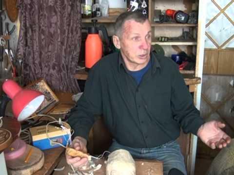 Видео Деревянная сказка руками человека -- мастер-самоучка вырезает из дерева произведения искусства