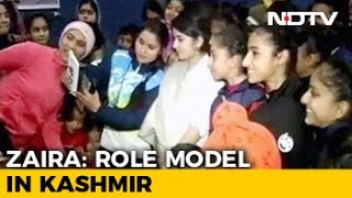 Selfies, Smiles For Dangal Teen Zaira Waseem In Jammu After Trolling Row   NDTV