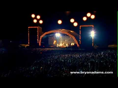 Bryan Adams - The Only Thing That Looks Good On Me Is You - Live at Slane Castle, Ireland mp3