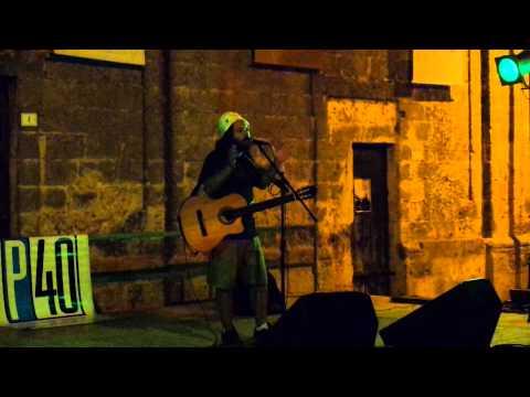 il cantastorie salentino P40 alla Notte Verde a Castiglione d'Otranto