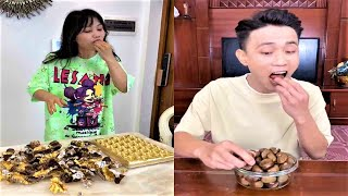 Video funny mother and daughter - The child is gluttonous and the ending is unexpected.#11