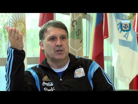 AFA - Gerardo Martino responde las preguntas de los hinchas (parte 1)