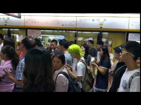 China Guangzhou subway green -haired girl