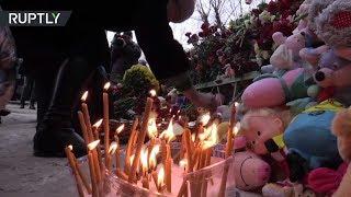 Игрушки, свечи и цветы: у места обрушения в Магнитогорске создали стихийный мемориал