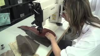 Těžký šicí stroje pro ozdobné štepování - ornamentální steh z čalouněného nábytku