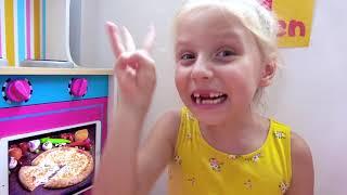 Alicia y Eva con papá enseñan simples reglas de cómo comer bien a los niños