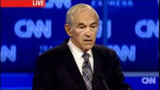 Heckler interrupts Ron Paul hypothetical health care question