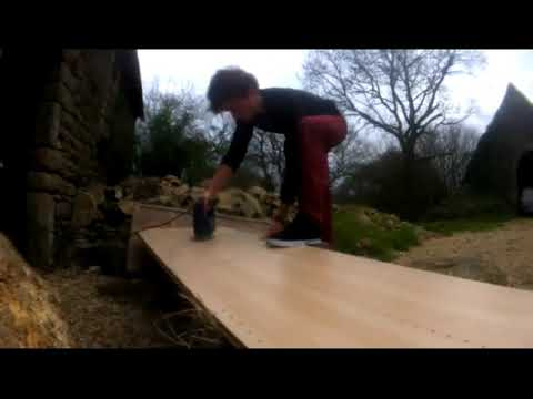 DIY skateboard mini ramp.quarter pipe.easy instructions