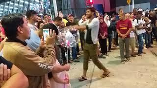 Download Video Akak tudung biru nak goyang tapi malu🤣 Lagi Syantik (Siti Badriah) MP3 3GP MP4