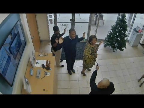 Hostages terrified as they are held at gunpoint inside Florida bank streaming vf