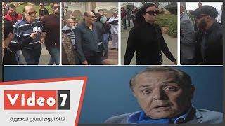 بالفيديو.. السقا والفيشاوى وبدير وسمير صبرى وحسن حسنى فى جنازة محمود عبد العزيز